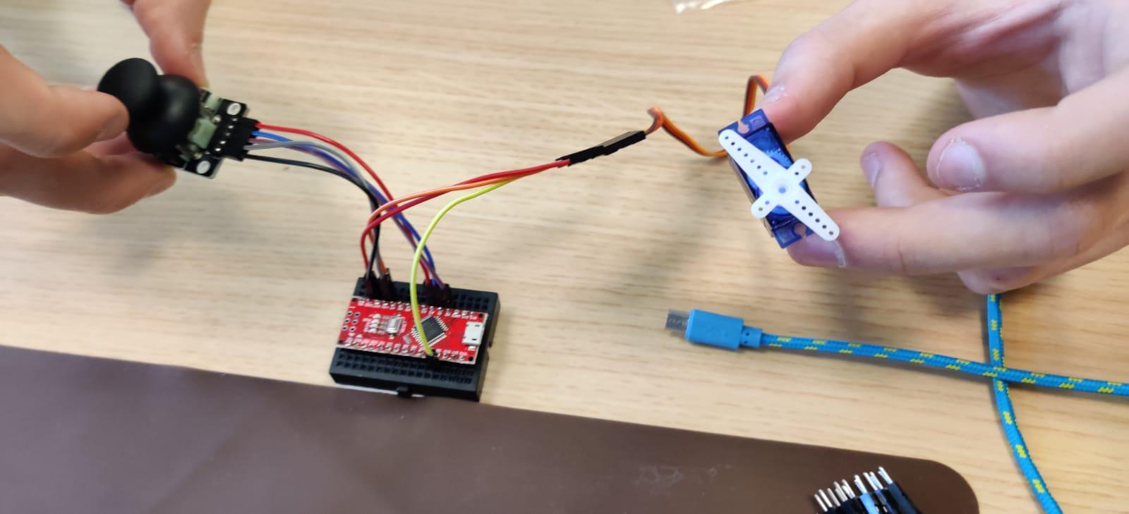 Lessenserie – Sensors programmeren op de Arduino – Arduino bag of Fun