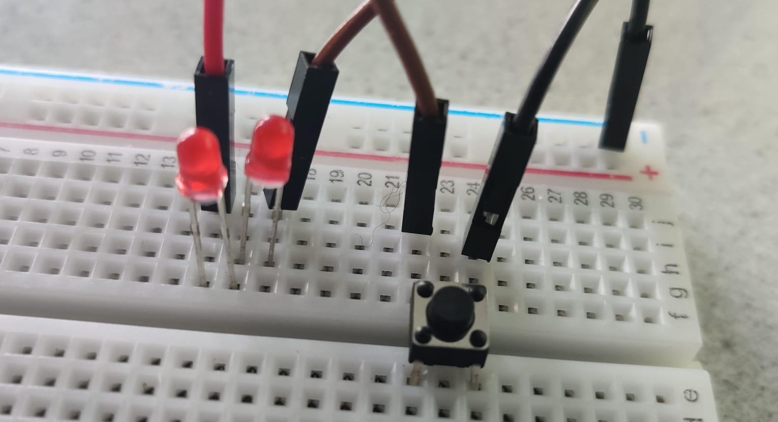 Lab – Zelf een electronica circuit ontwerpen en bouwen – van schema naar breadboard
