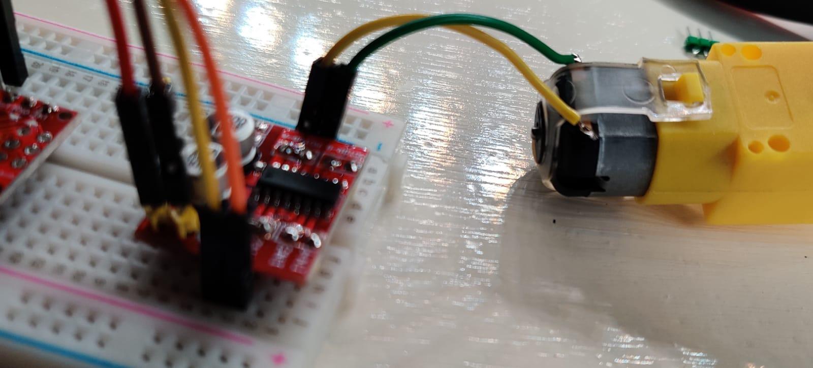 lab – L298N motordriver solderen voor het breadboard